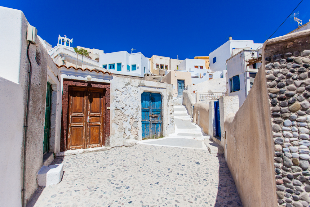 Since Pyrgos is very small and further away from the larger towns, there were no tourists to be found.