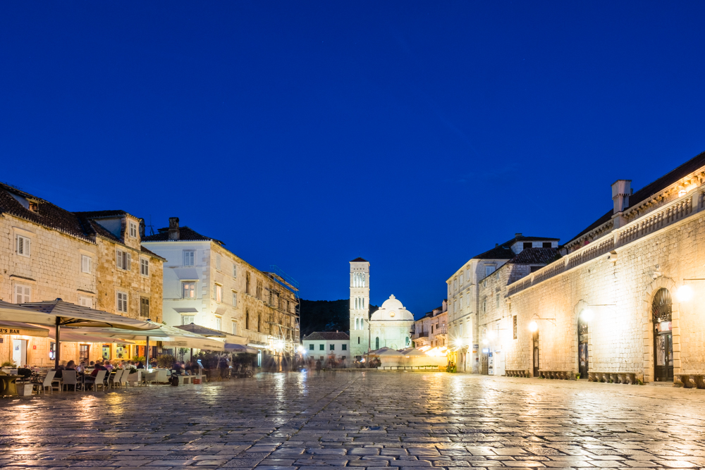 Comparable to Split, the Main Square of Hvar has lots of restaurants with outdoor seating. Most of which tend to come alive after 8pm. The marble cobblestone pathways seem to also be a common theme around Croatia, which adds to it's hidden and unexpected charm.