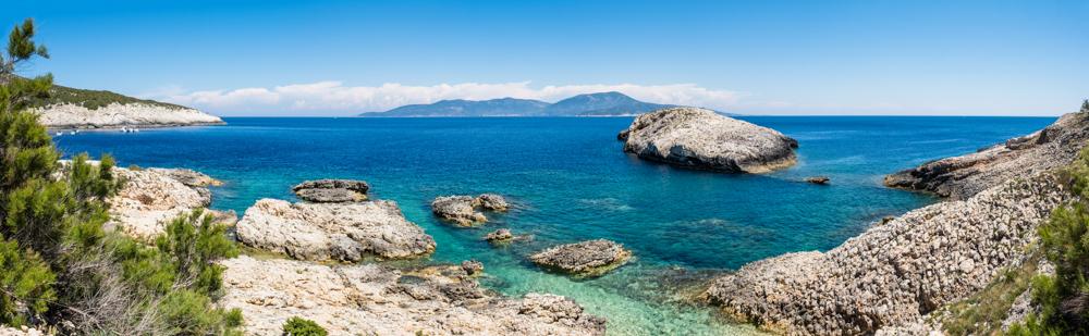 Walking around the island of Bisevo, spectacular views of the coastline