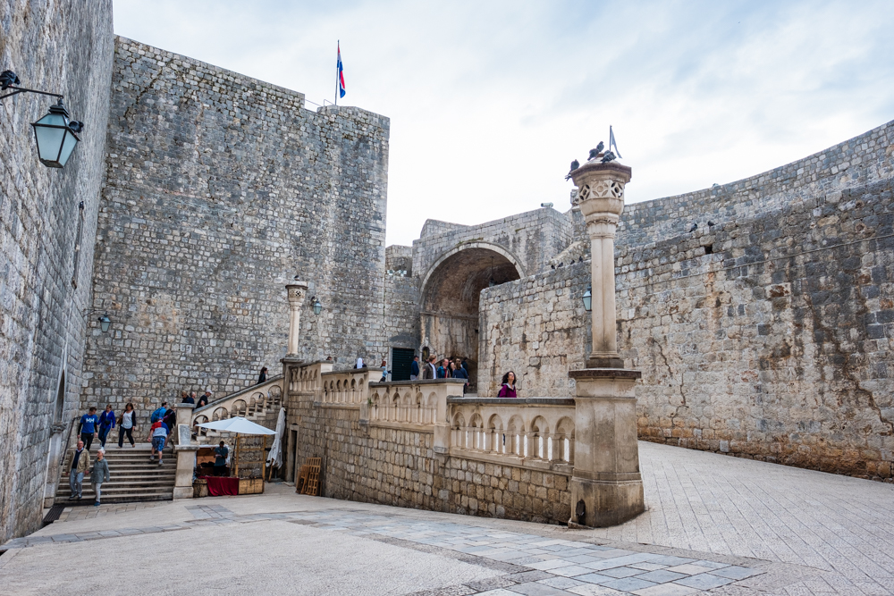 Pile Gate is the arched entryway that is pictured here. This was used for many background scenes in Game of Thrones, including the Lannister procession.