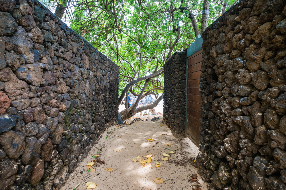 The small walkway to Secret Cove Beach