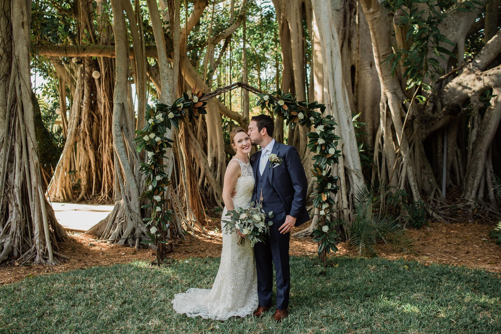 TAMPA_WEDDING_PHOTOGRAPHER_AKMZ_BANYON_GROVE_30.jpg