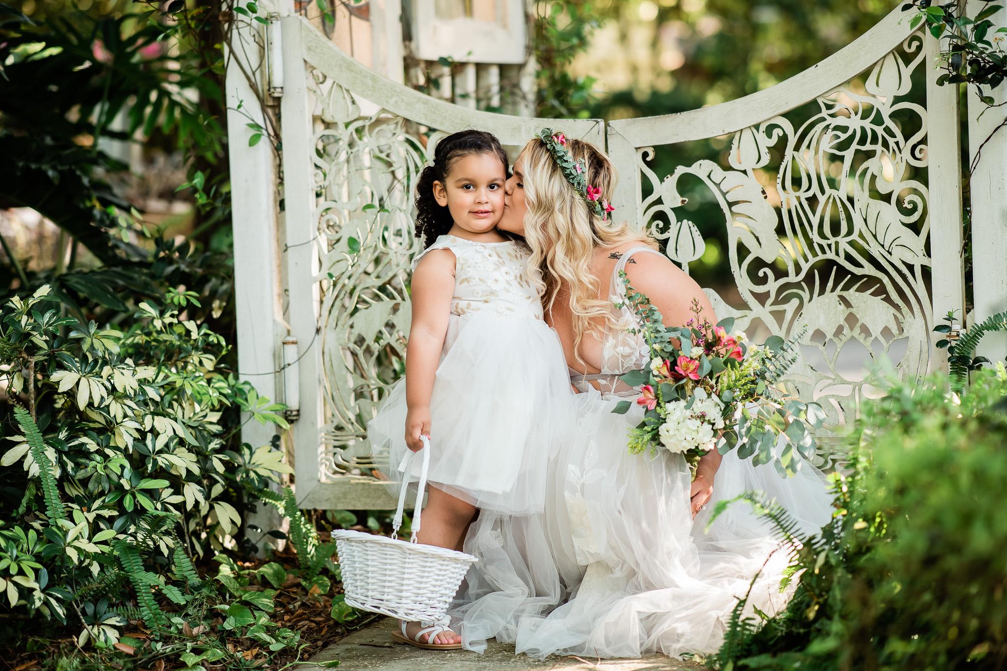 TAMPA_WEDDING_GIGIS_COUNTRY_GARDEN_CJMZ_Z85_9555.jpg