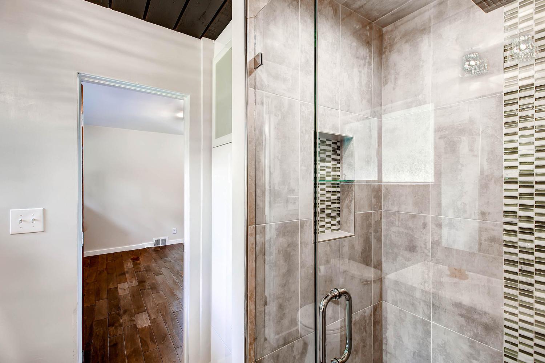 5405 S Lowell Blvd Littleton-large-018-Master Bathroom-1500x1000-72dpi.jpg