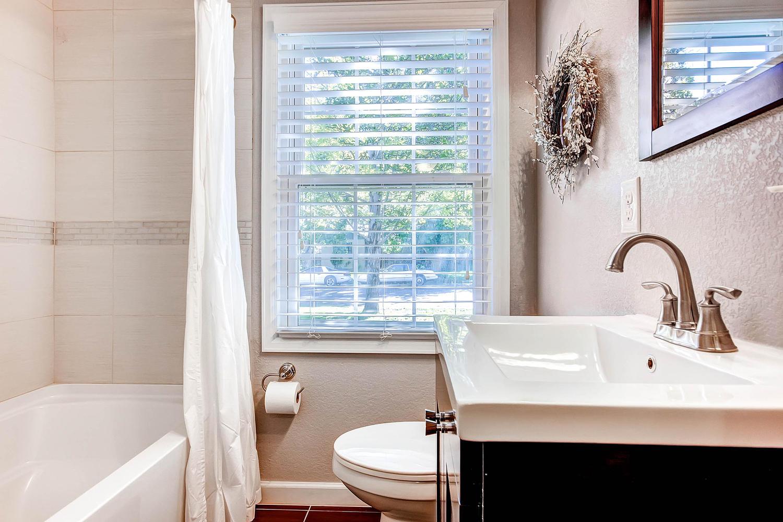 3297 S Lafayette St Englewood-large-021-Bathroom-1500x1000-72dpi.jpg