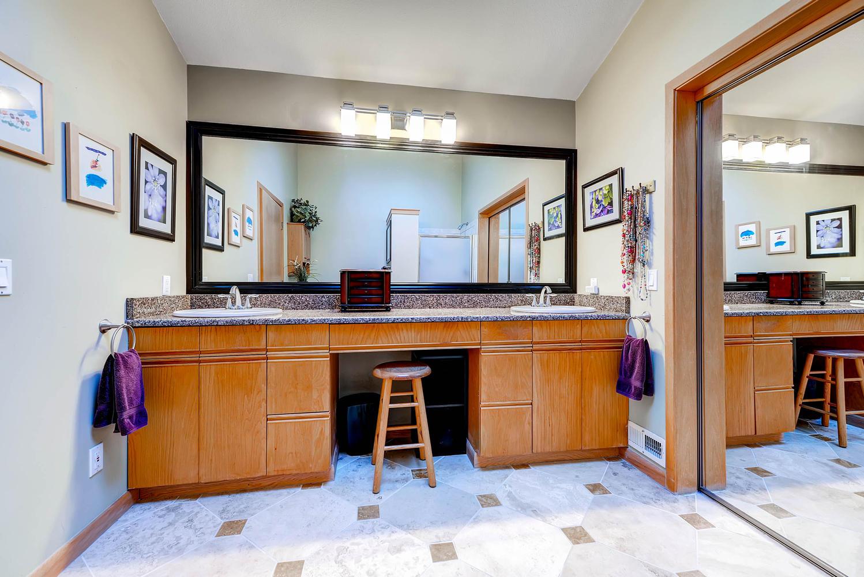 5632 Irish Pat Murphy Dr-large-021-2nd Floor Master Bathroom-1499x1000-72dpi.jpg