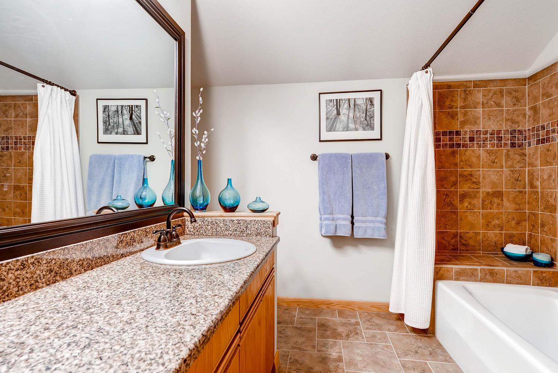 5632 Irish Pat Murphy Dr-large-025-2nd Floor Bathroom-1498x1000-72dpi.jpg