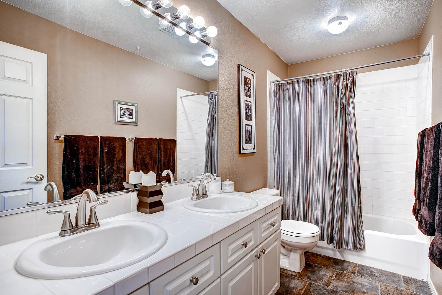 3338 Oak Leaf Place Highlands-large-023-2nd Floor Bathroom-1498x1000-72dpi.jpg