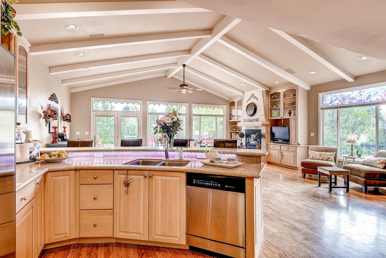 852 E Briarwood Circle S-large-012-Kitchen-1499x1000-72dpi.jpg
