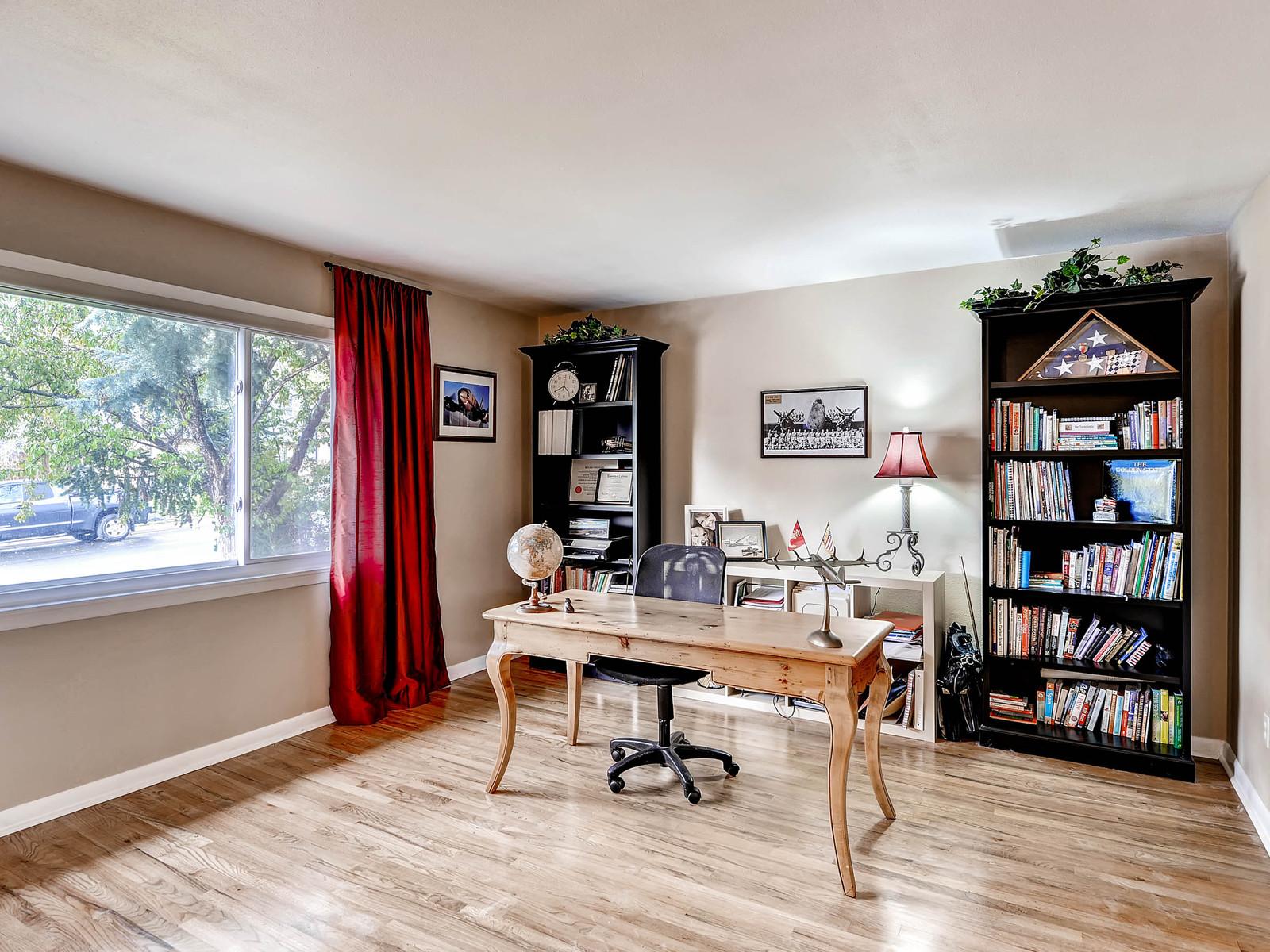 852 E Briarwood Circle S-MLS_Size-005-Living Room-1600x1200-72dpi.jpg