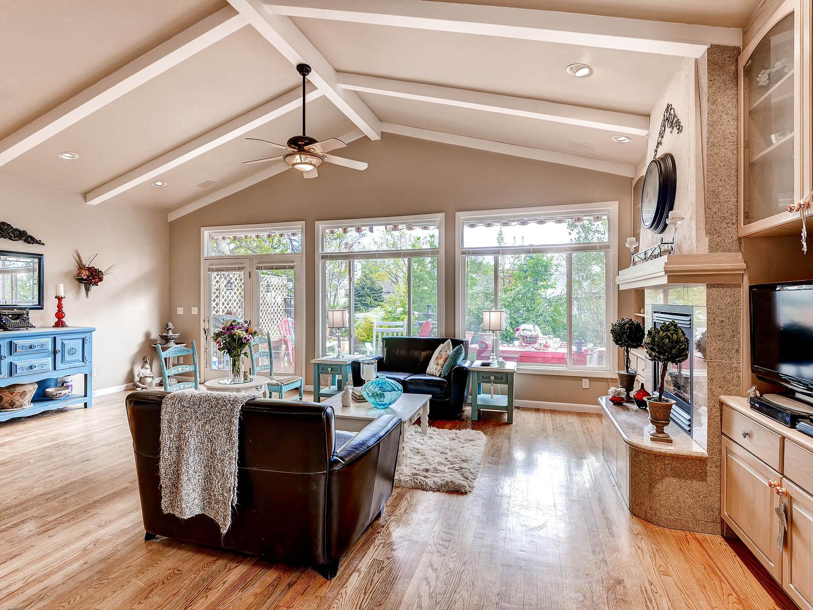 852 E Briarwood Circle S-MLS_Size-011-Family Room-1600x1200-72dpi.jpg