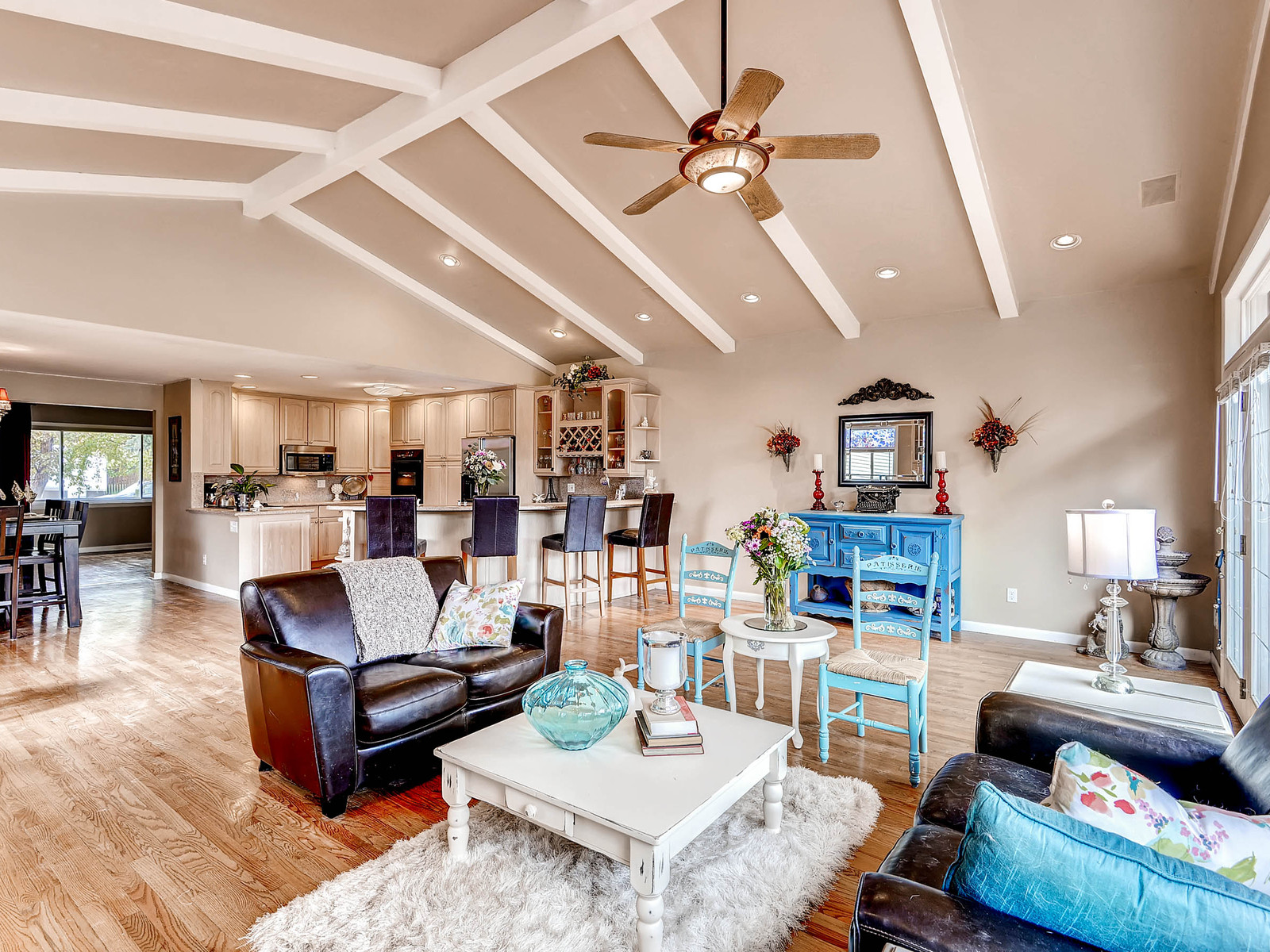 852 E Briarwood Circle S-MLS_Size-014-Family Room-1600x1200-72dpi.jpg