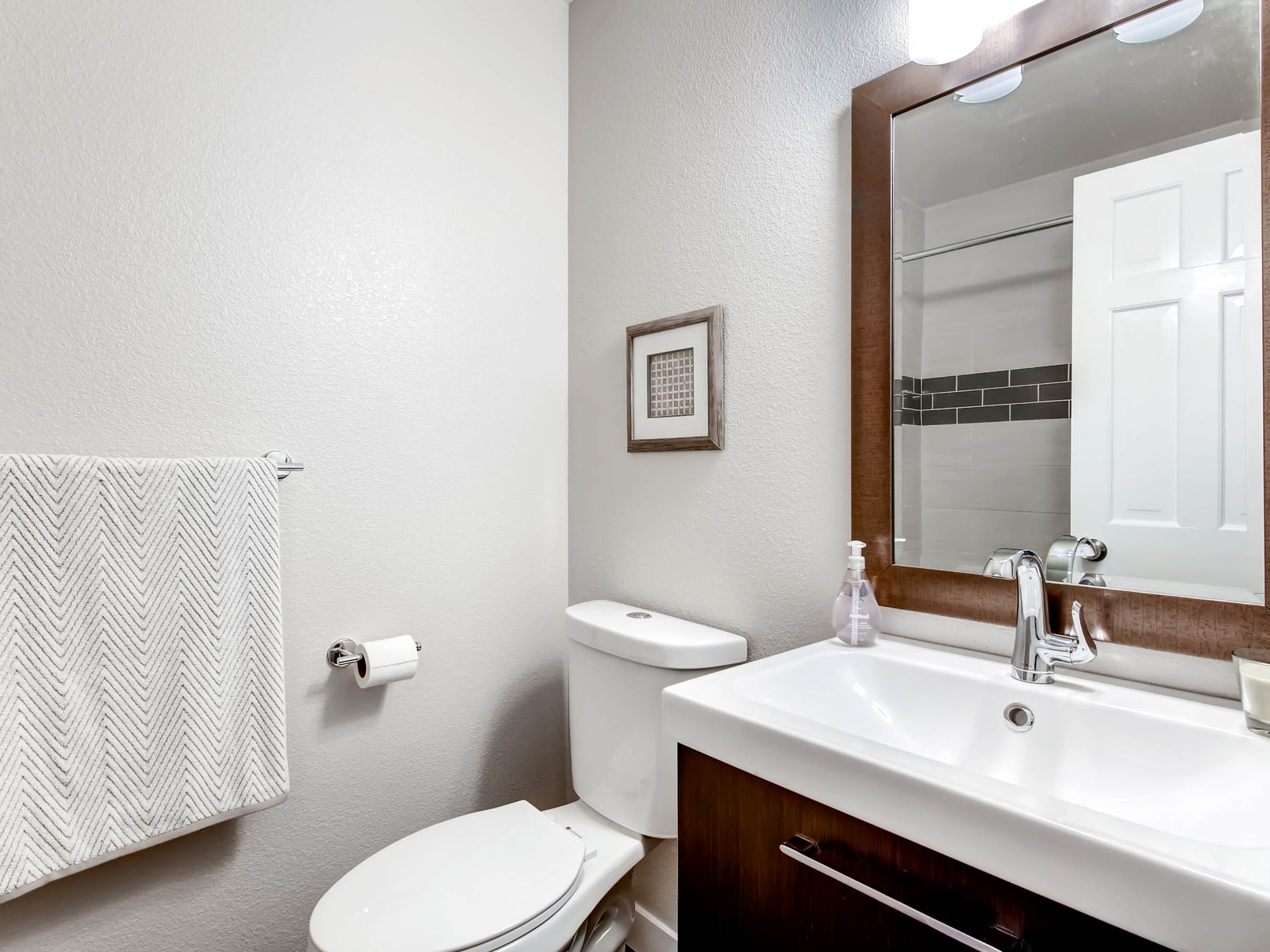 2896 W Long Circle Unit B-MLS_Size-016-26-2nd Floor Bathroom-1600x1200-72dpi.jpg