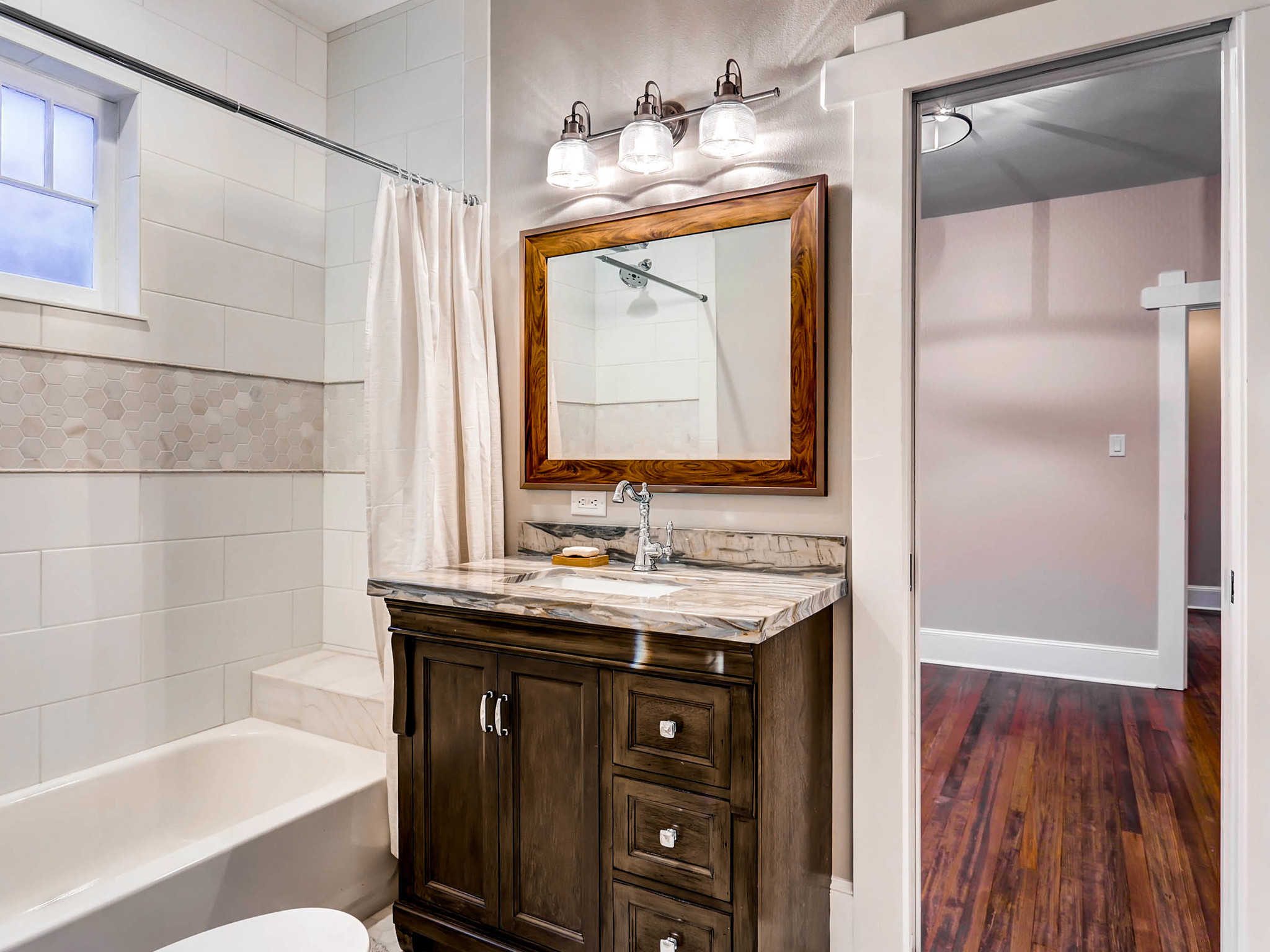 636 Josephine Street Denver CO-MLS_Size-019-26-Bathroom-2048x1536-72dpi.jpg