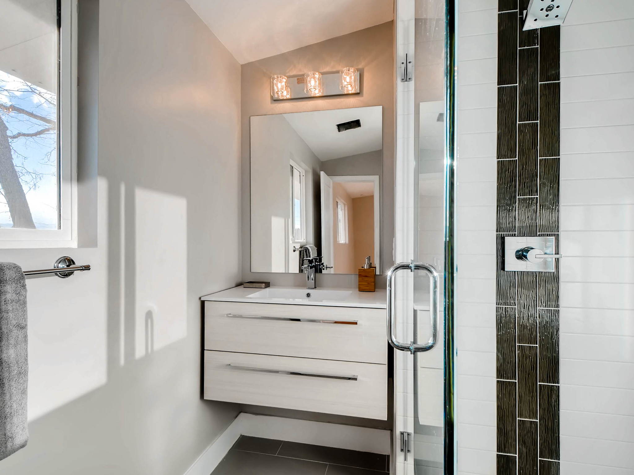 4750 S Mariposa Dr Englewood-MLS_Size-020-12-2nd Floor Master Bathroom-2048x1536-72dpi.jpg