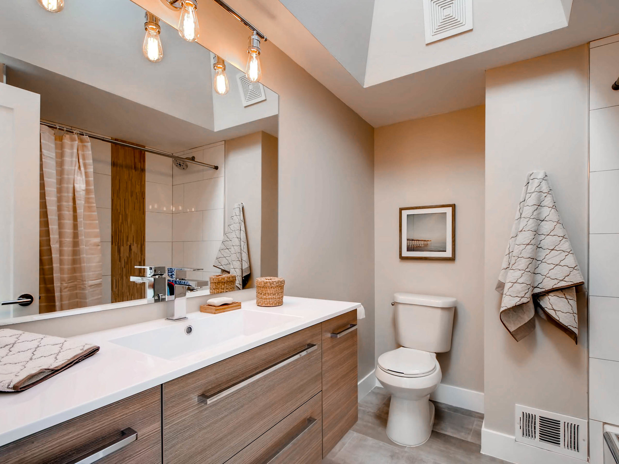 4750 S Mariposa Dr Englewood-MLS_Size-024-22-2nd Floor Bathroom-2048x1536-72dpi.jpg