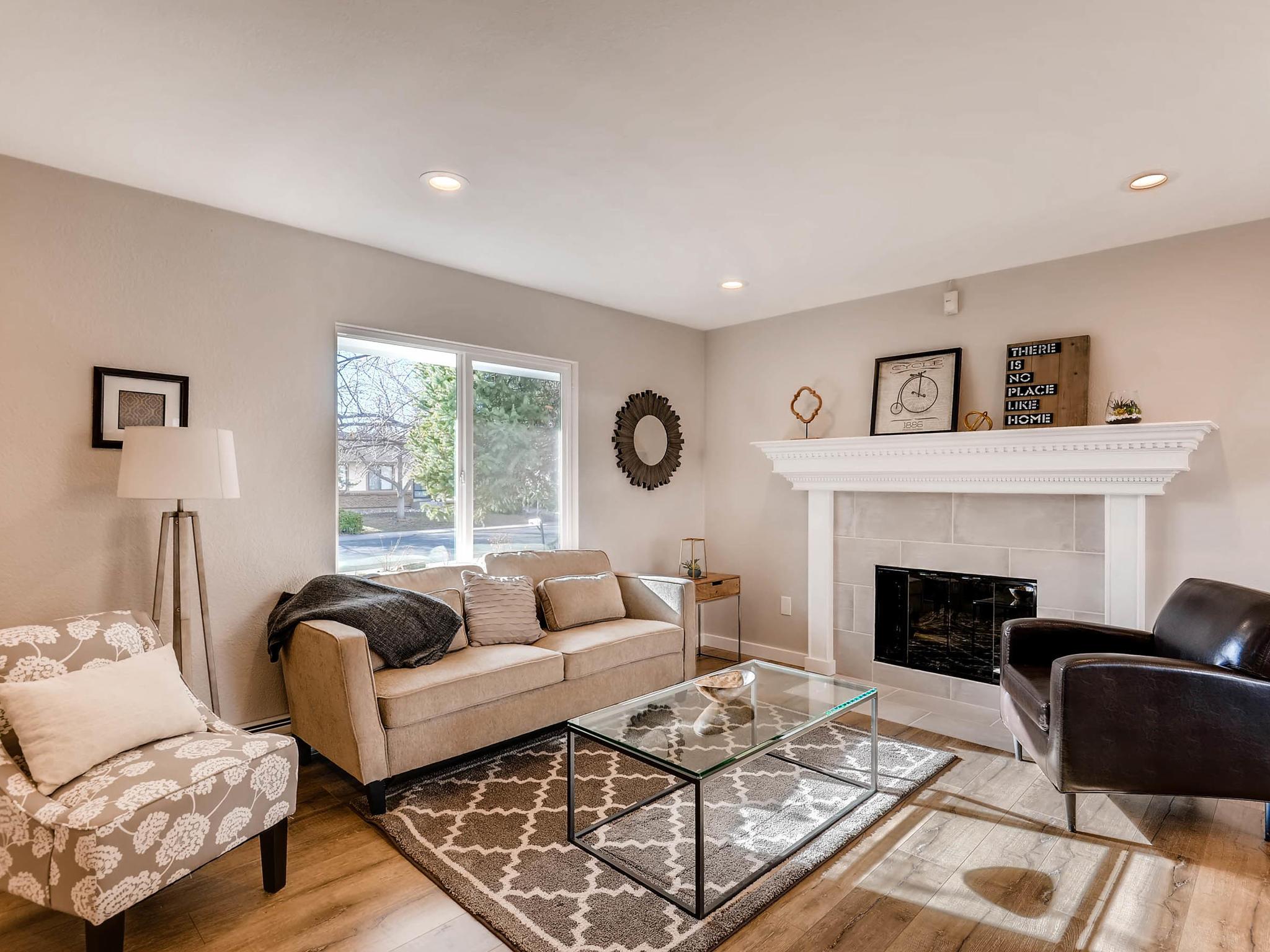 3850 S Olathe Cir Aurora CO-MLS_Size-004-2-Living Room-2048x1536-72dpi.jpg