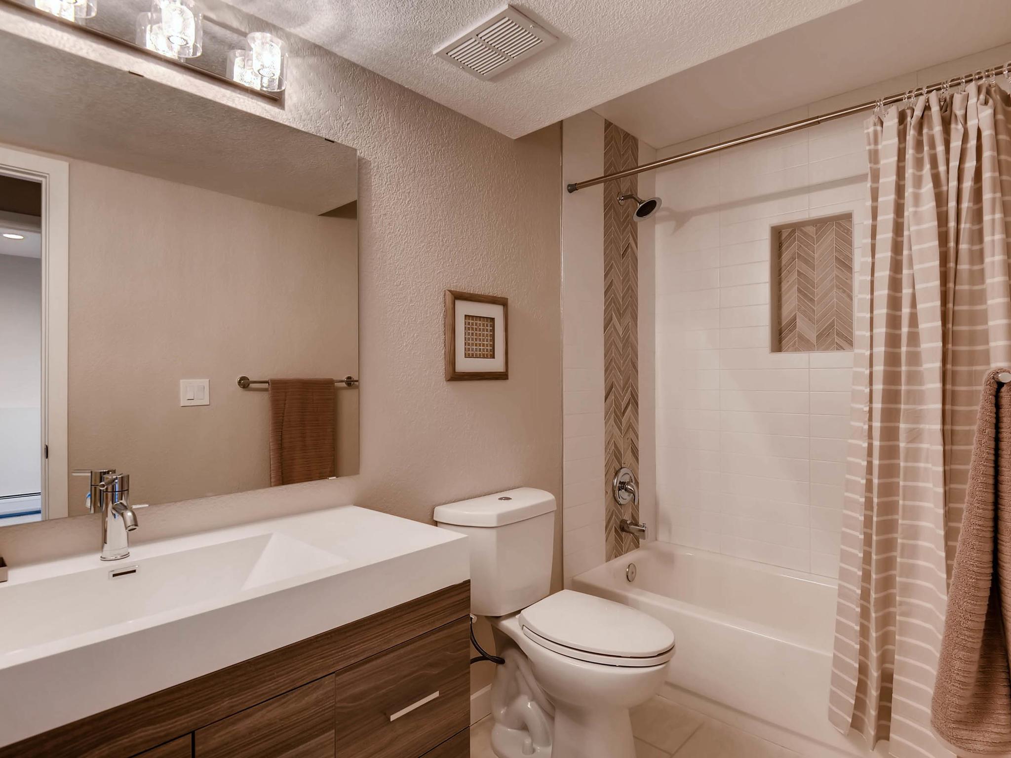 3850 S Olathe Cir Aurora CO-MLS_Size-023-14-Bathroom-2048x1536-72dpi.jpg