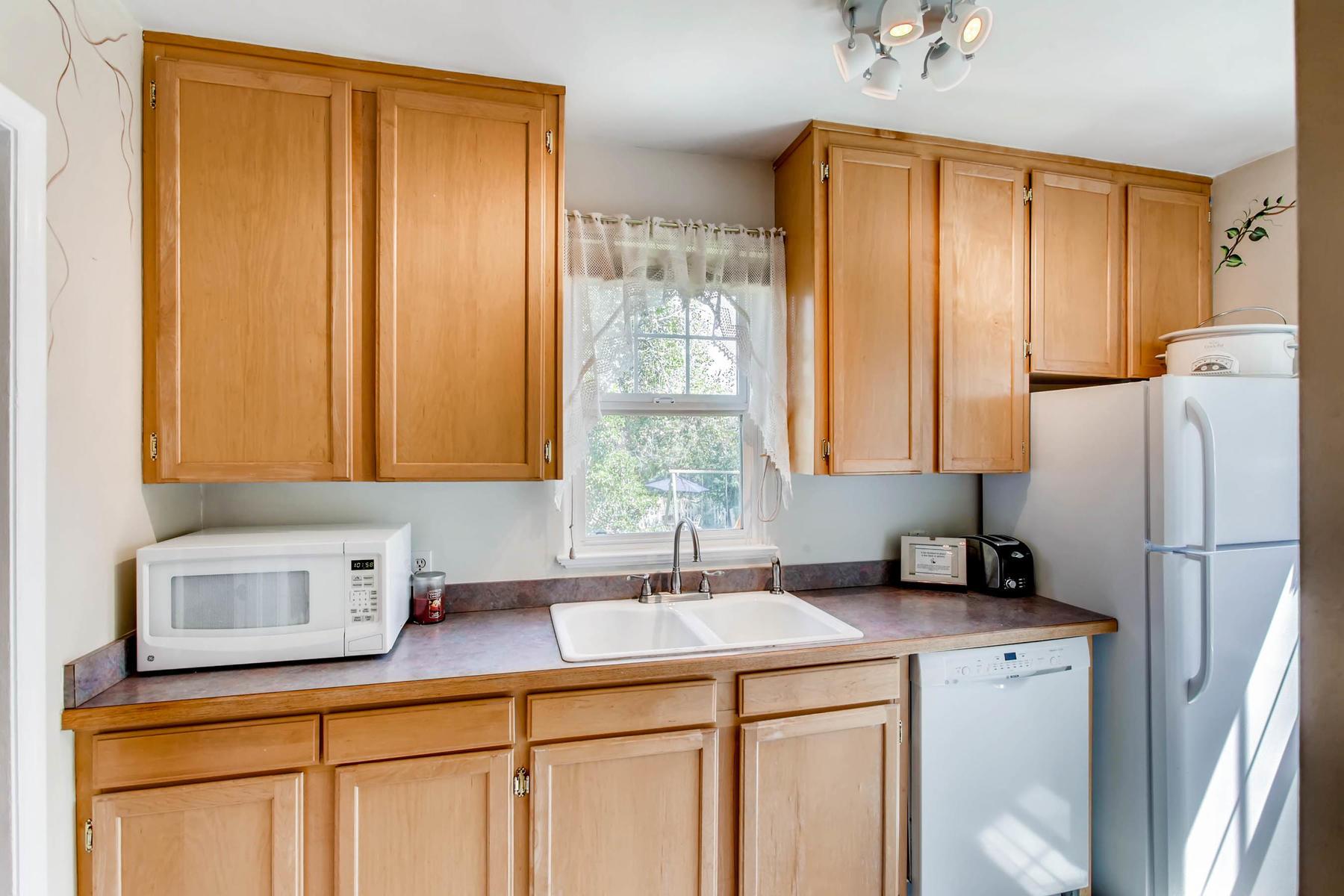 1737 W Powers Ave Littleton CO-MLS_Size-008-10-Kitchen-1800x1200-72dpi.jpg