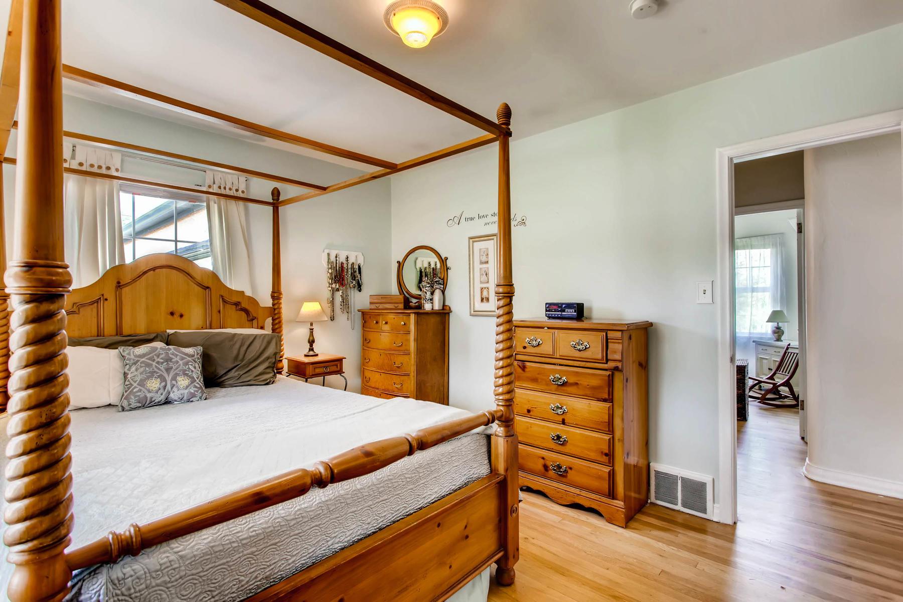 1737 W Powers Ave Littleton CO-MLS_Size-012-14-Master Bedroom-1800x1200-72dpi.jpg