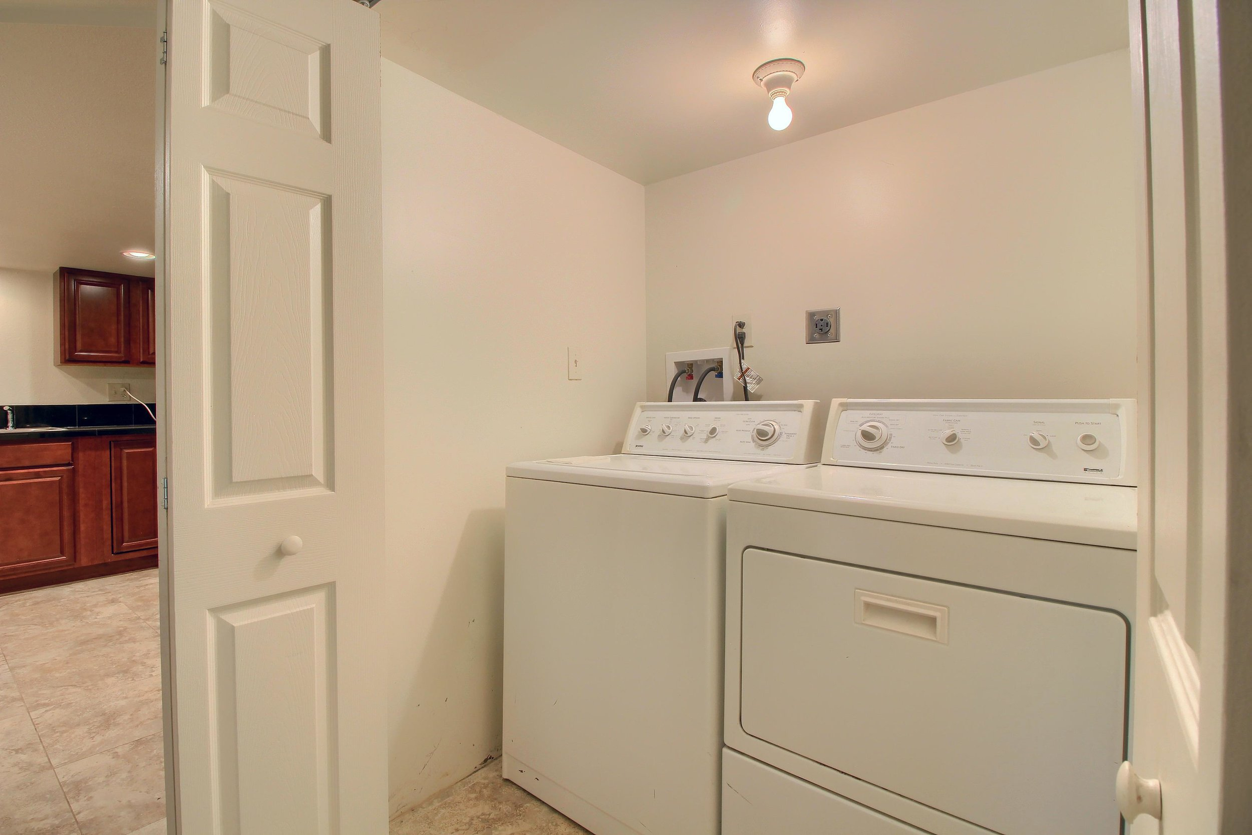 13_Laundry_Room_IMG_1146.JPG