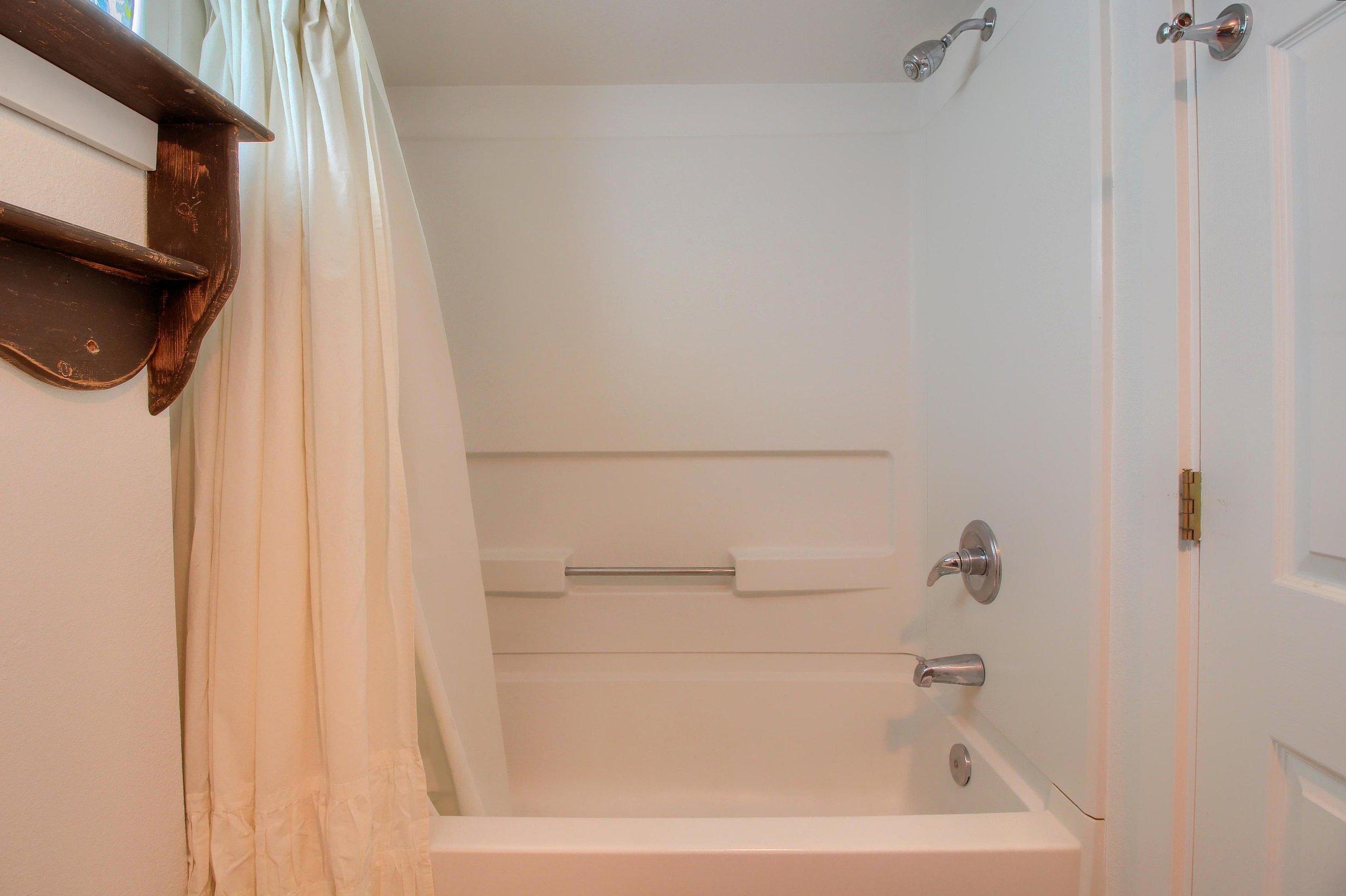 07_Bathroom_IMG_1091.JPG