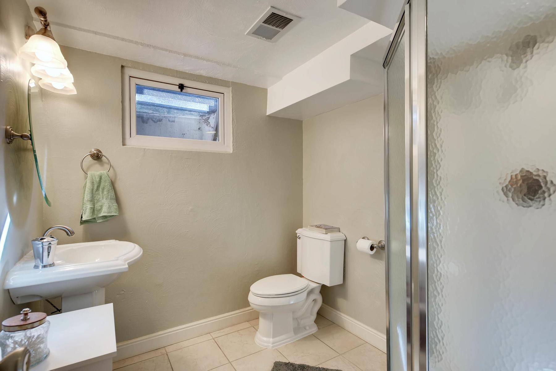6676 S Kit Carson St-MLS_Size-023-14-Lower Level Bathroom-1800x1200-72dpi.jpg
