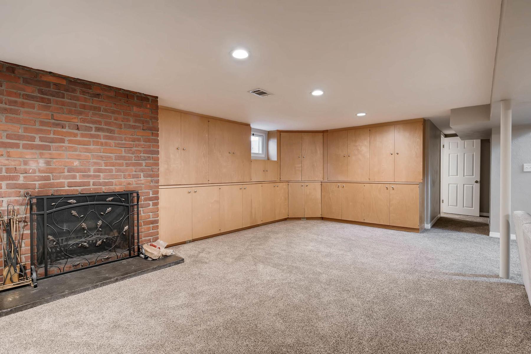 6676 S Kit Carson St-MLS_Size-020-4-Lower Level Family Room-1800x1200-72dpi.jpg