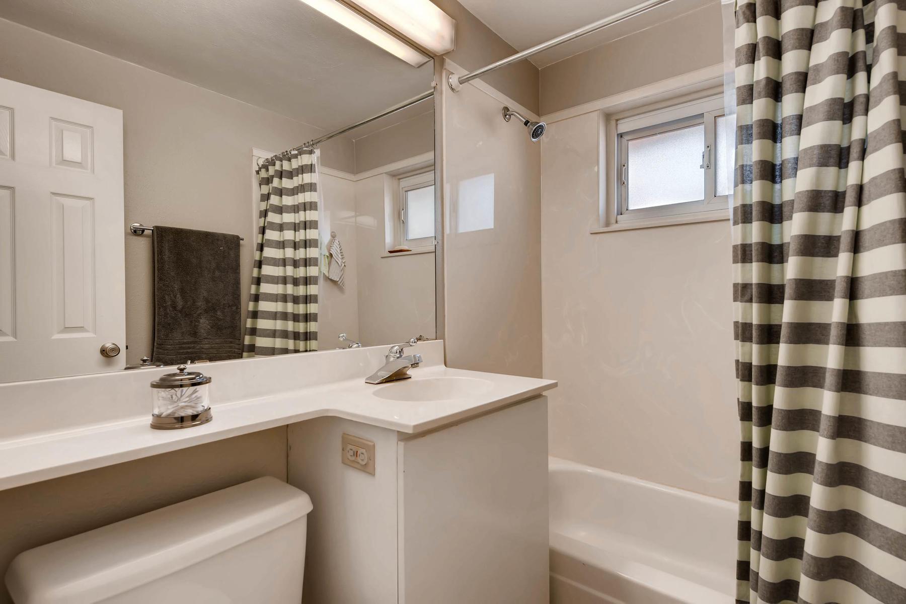 6676 S Kit Carson St-MLS_Size-018-20-Bathroom-1800x1200-72dpi.jpg