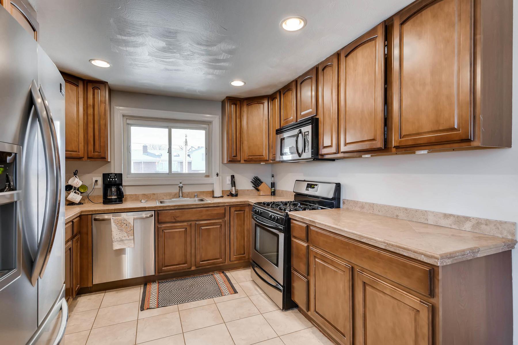 6676 S Kit Carson St-MLS_Size-008-7-Kitchen-1800x1200-72dpi.jpg