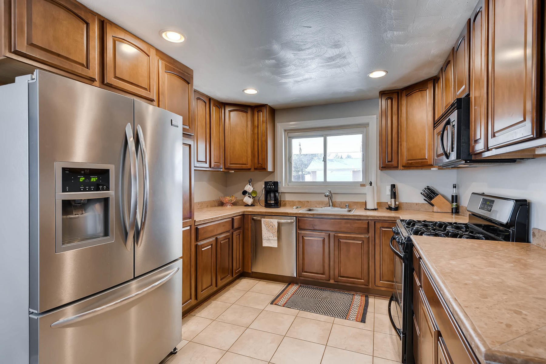 6676 S Kit Carson St-MLS_Size-007-21-Kitchen-1800x1200-72dpi.jpg