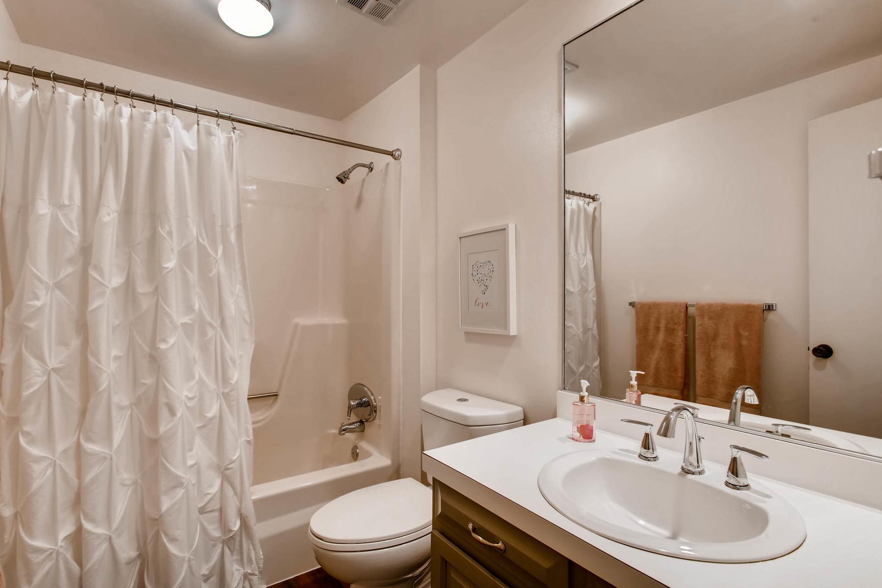 12626 E Bates Cir Aurora CO-MLS_Size-027-17-2nd Floor Bathroom-1800x1200-72dpi.jpg