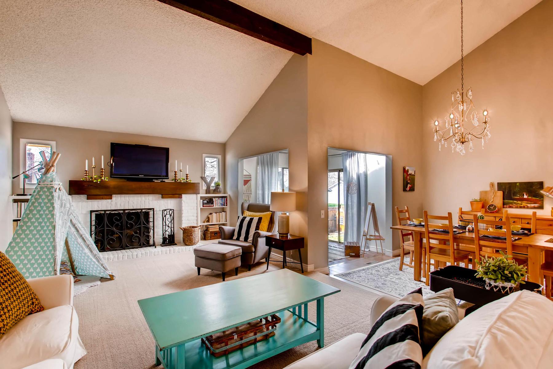12626 E Bates Cir Aurora CO-MLS_Size-004-6-Living Room-1800x1200-72dpi.jpg