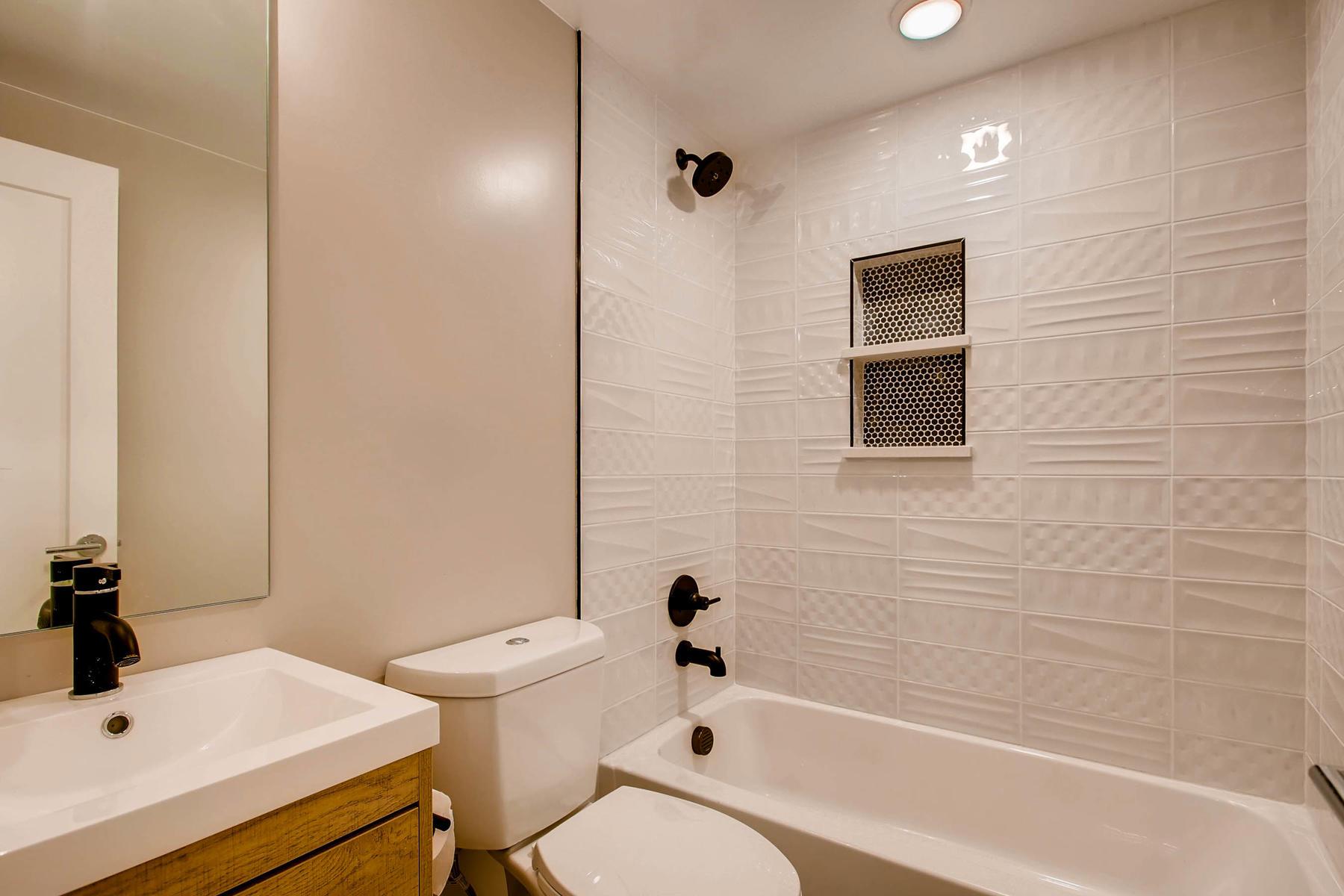 1827 S Jasmine Street Denver-017-15-Bathroom-MLS_Size.jpg