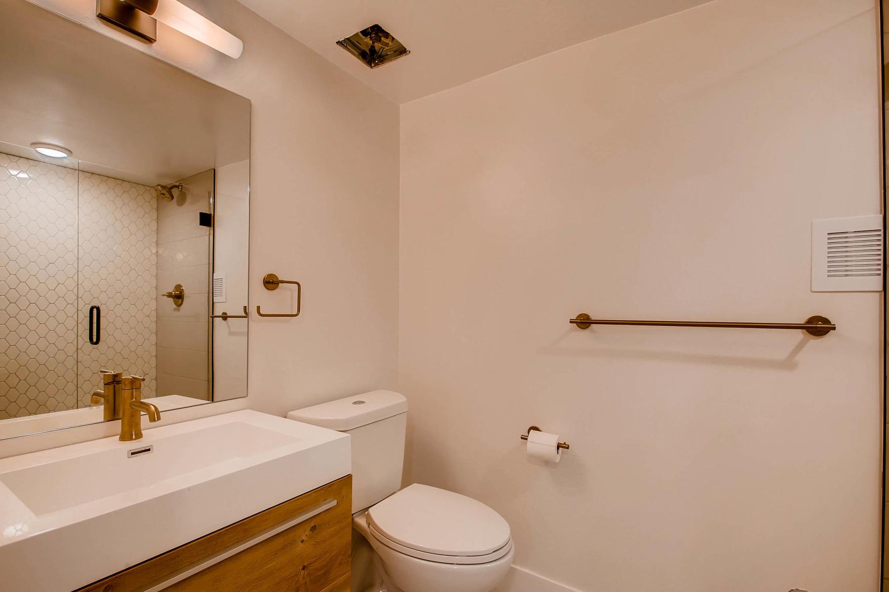 1827 S Jasmine Street Denver-020-23-Lower Level Master Bathroom-MLS_Size.jpg