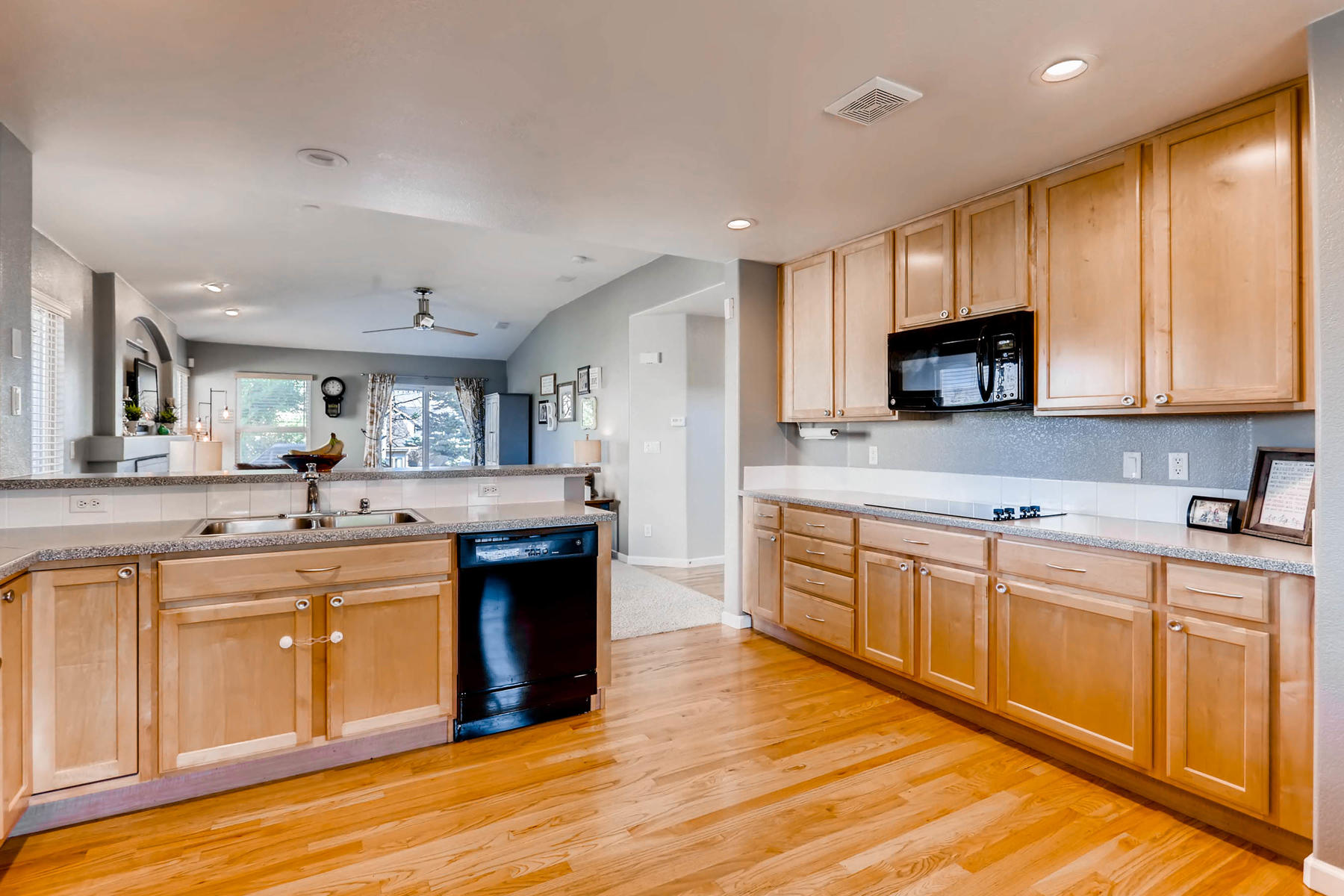 2577 S Flanders Court Aurora-010-5-Kitchen-MLS_Size.jpg