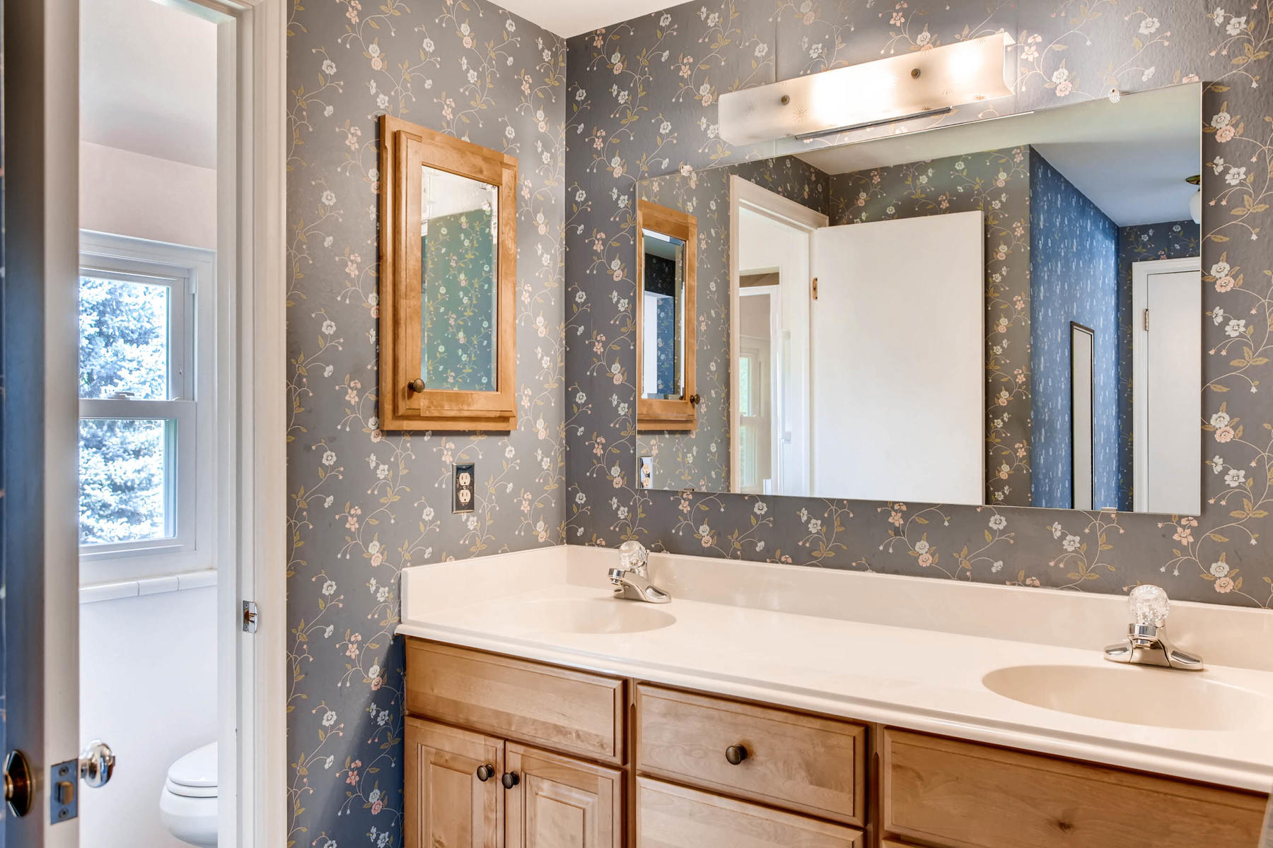 3111 S Monaco Circle Denver CO-017-20-2nd Floor Master Bathroom-MLS_Size.jpg