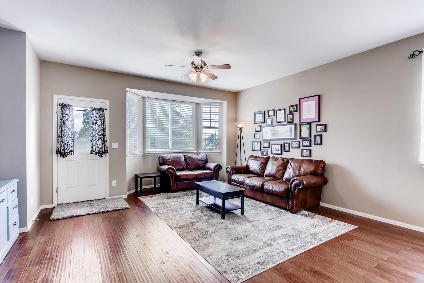 3385 S Jericho St Aurora CO-005-2-Living Room-MLS_Size.jpg