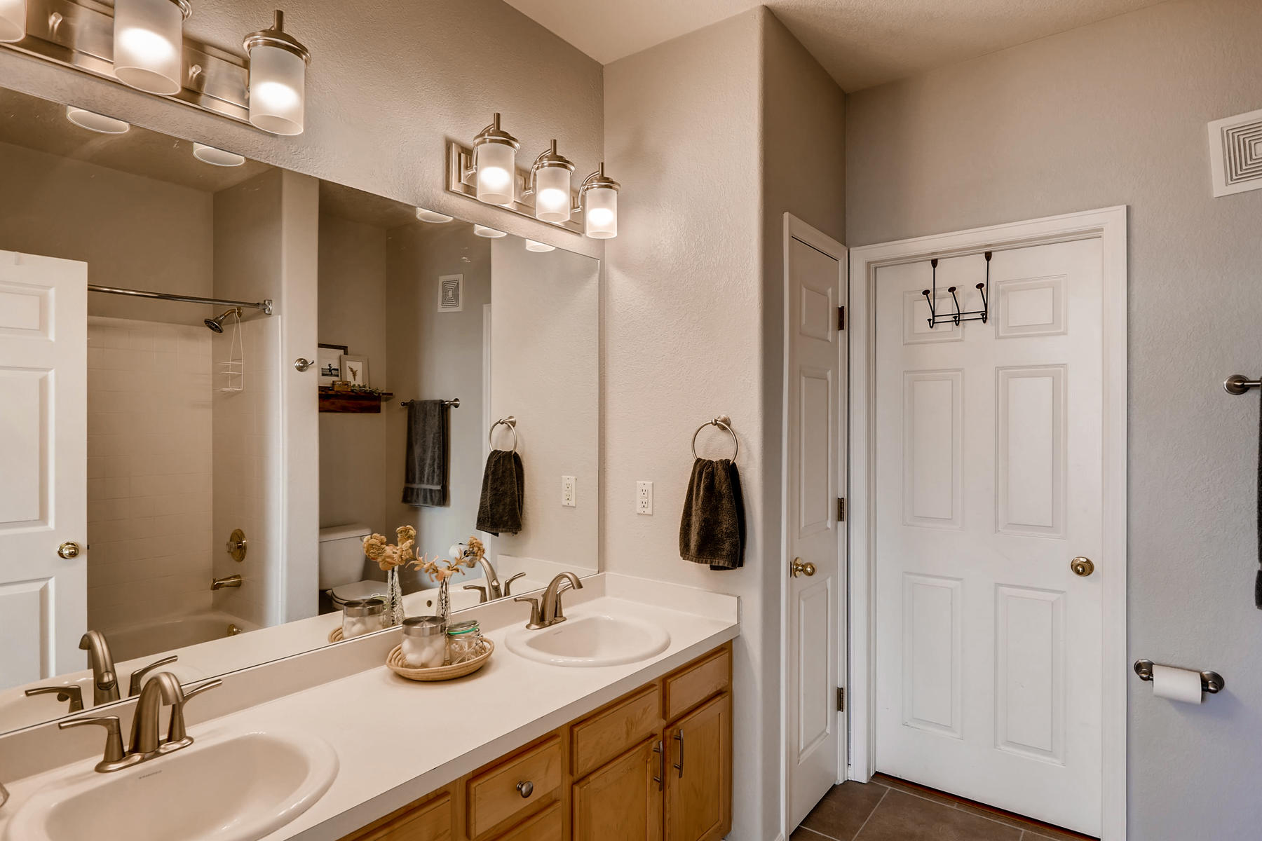 2142 S Fulton Cir 204 Denver-015-2-Master Bathroom-MLS_Size.jpg