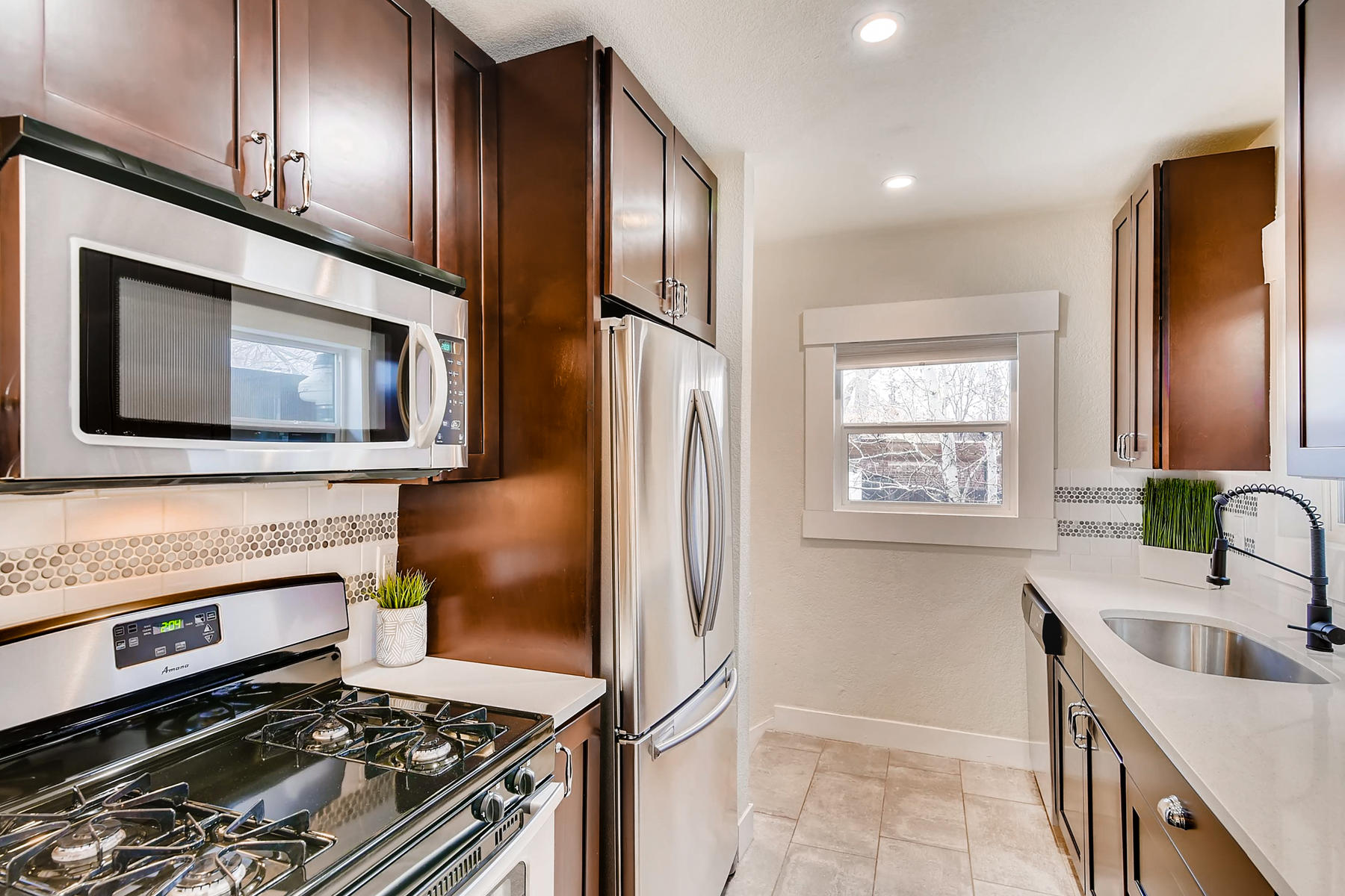 3515 E 6th Ave Denver CO 80206-005-11-Kitchen-MLS_Size.jpg