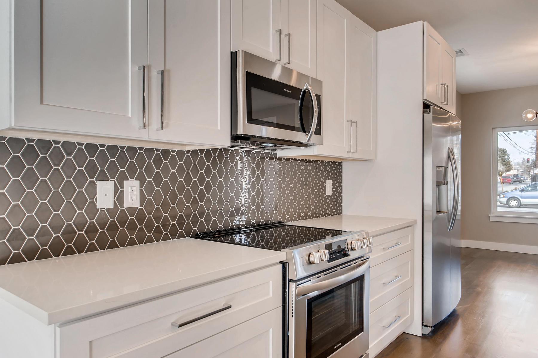 3101 S Cherokee St Englewood-007-5-Kitchen-MLS_Size.jpg