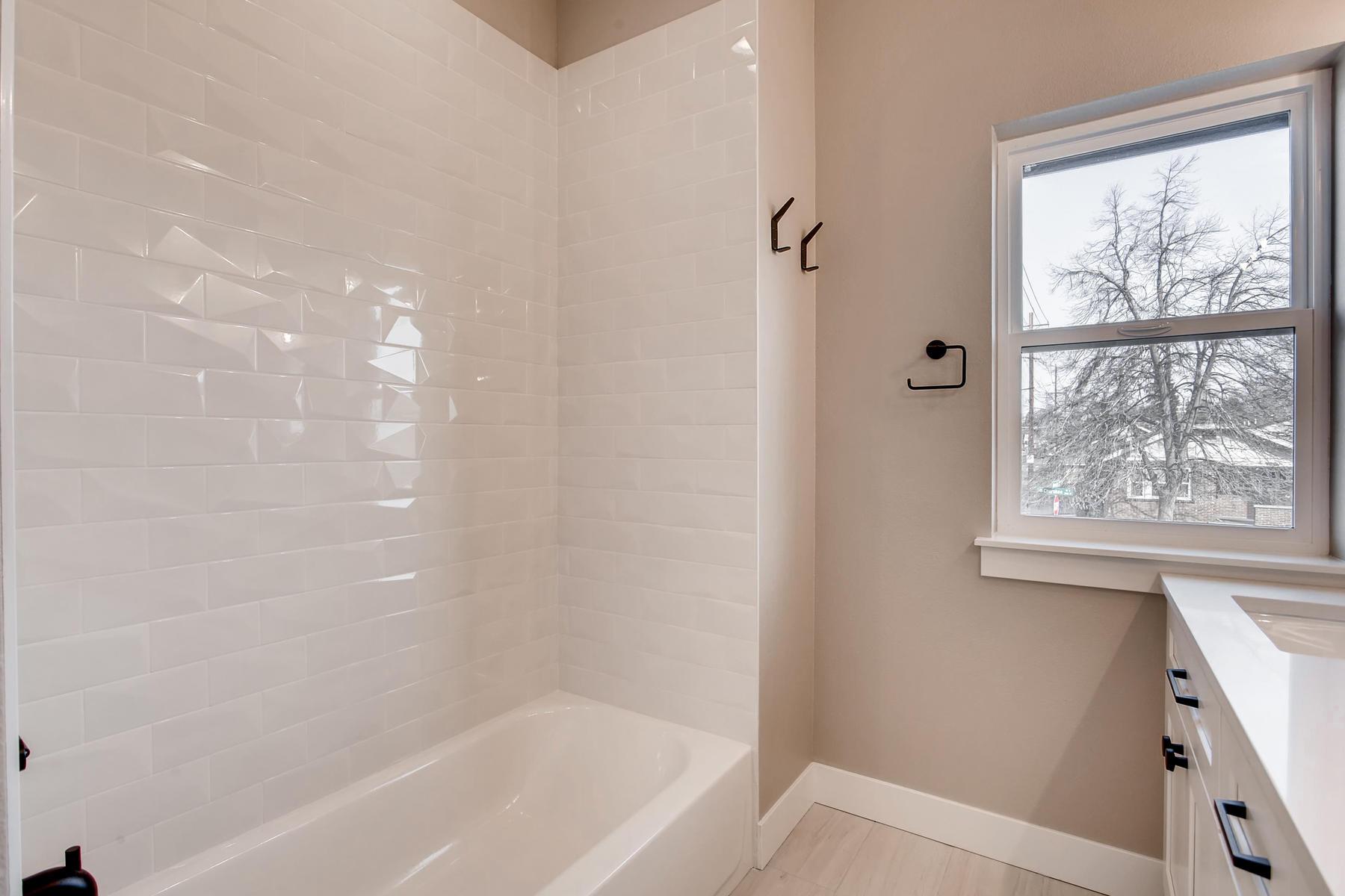 3101 S Cherokee St Englewood-017-25-2nd Floor Master Bathroom-MLS_Size.jpg