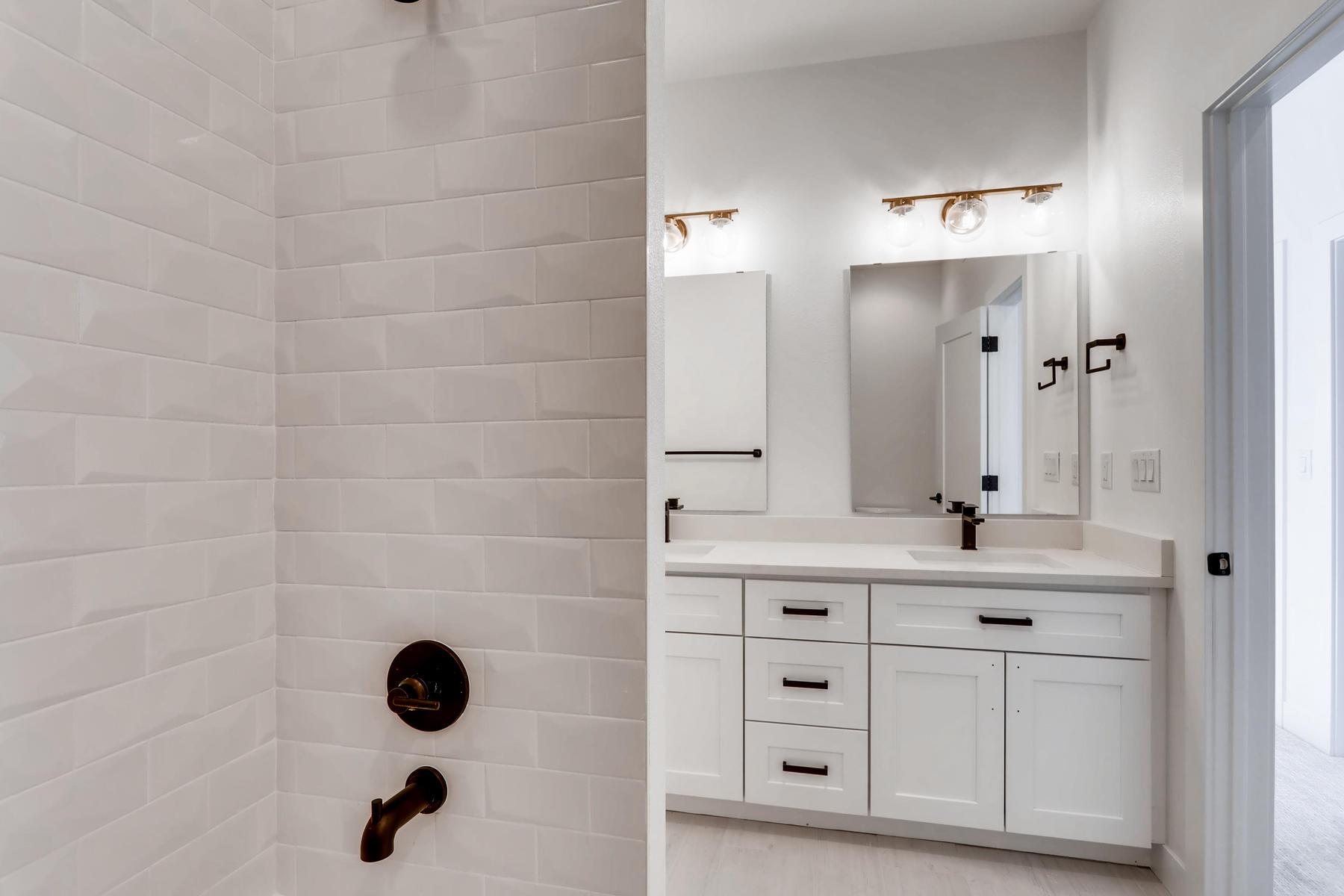 3105 S Cherokee St Englewood-023-18-2nd Floor Bathroom-MLS_Size.jpg