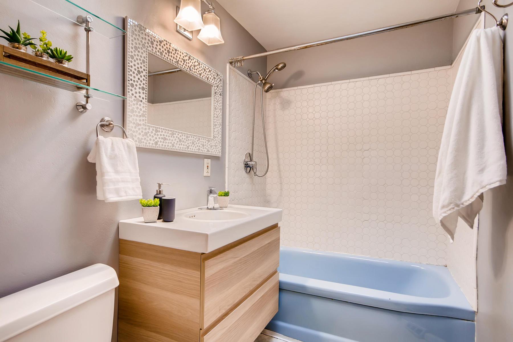 1835 S Jersey Way Denver CO-049-47-Bathroom-MLS_Size.jpg