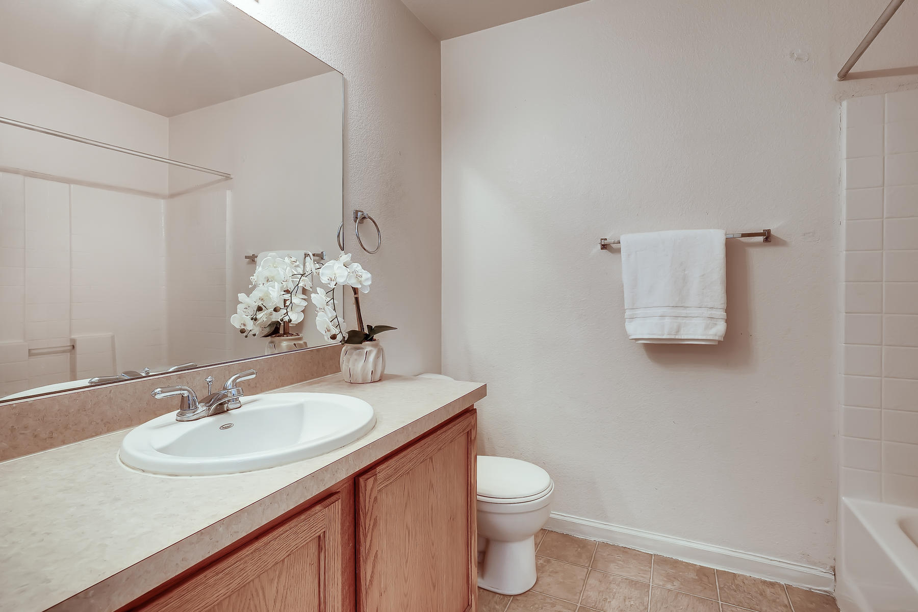 5405 S Elm Court Denver CO-021-016-2nd Floor Bathroom-MLS_Size.jpg