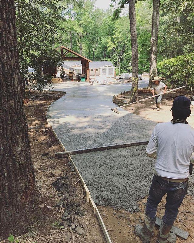 Driveway pourin'  #customhome #homebuilder #generalcontractor #driveway #bridgebuilders30 #concrete #flatwork #marietta #georgia #friday