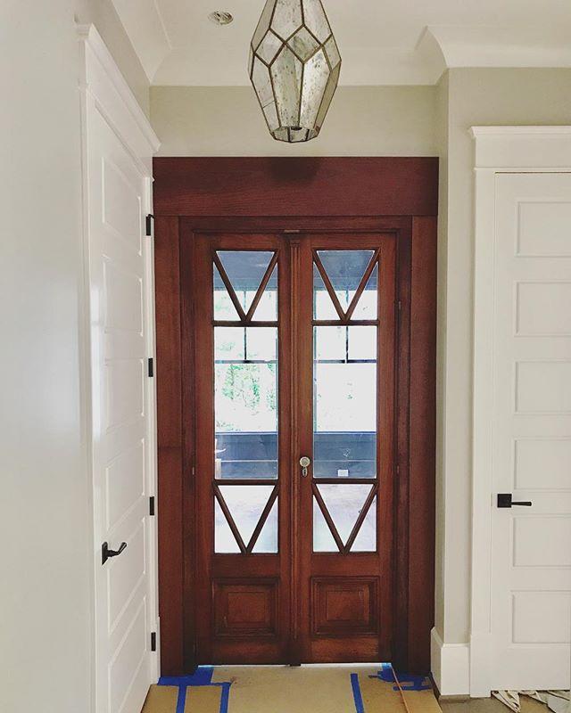 New home, old door 👌🏼 #reclaimed #customhome #newconstruction #homebuilder #generalcontractor #bridgebuilders30 #marietta #georgia #door #old #underconstruction
