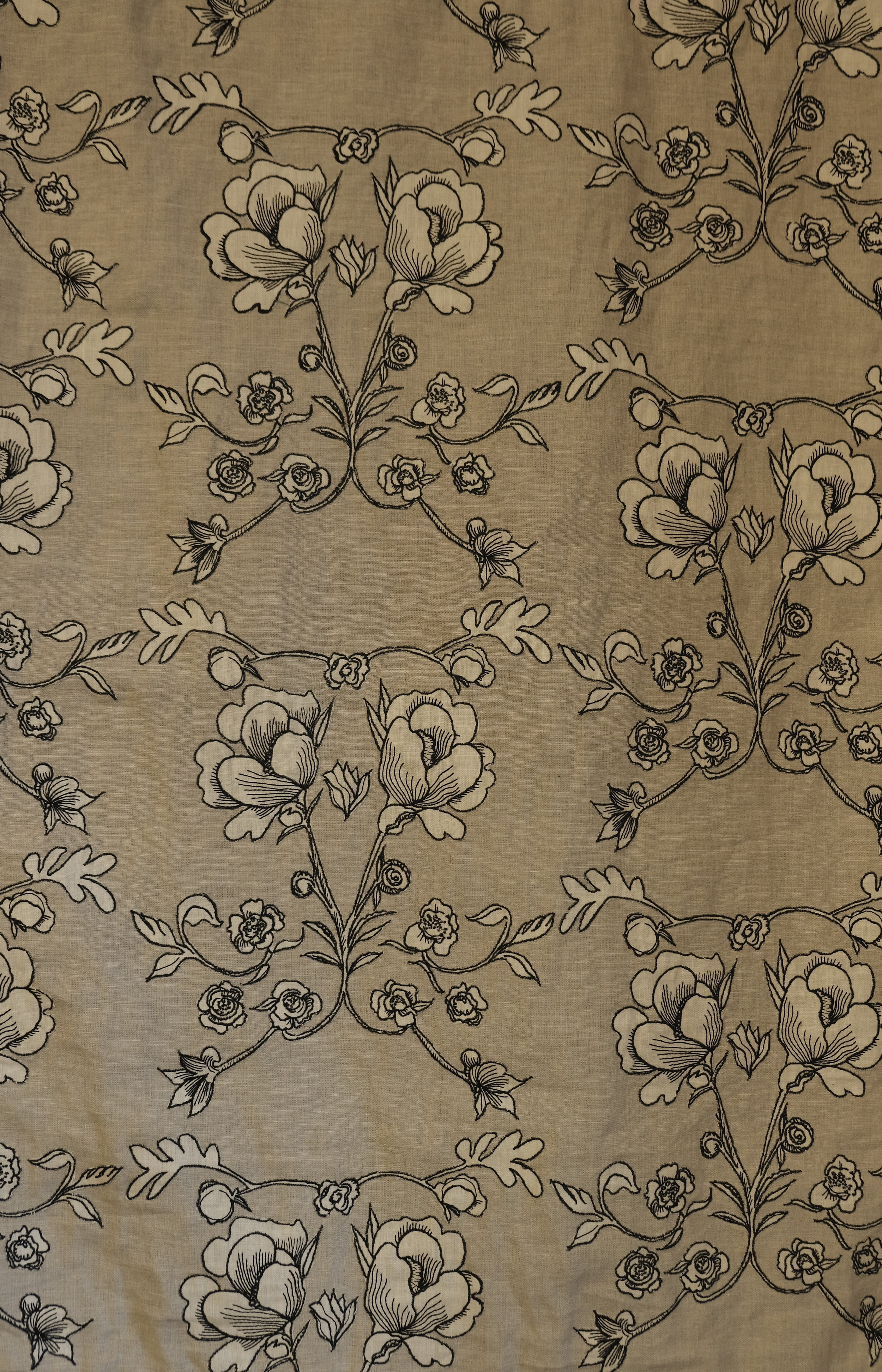 Pablo f601, embroidered applique on linen