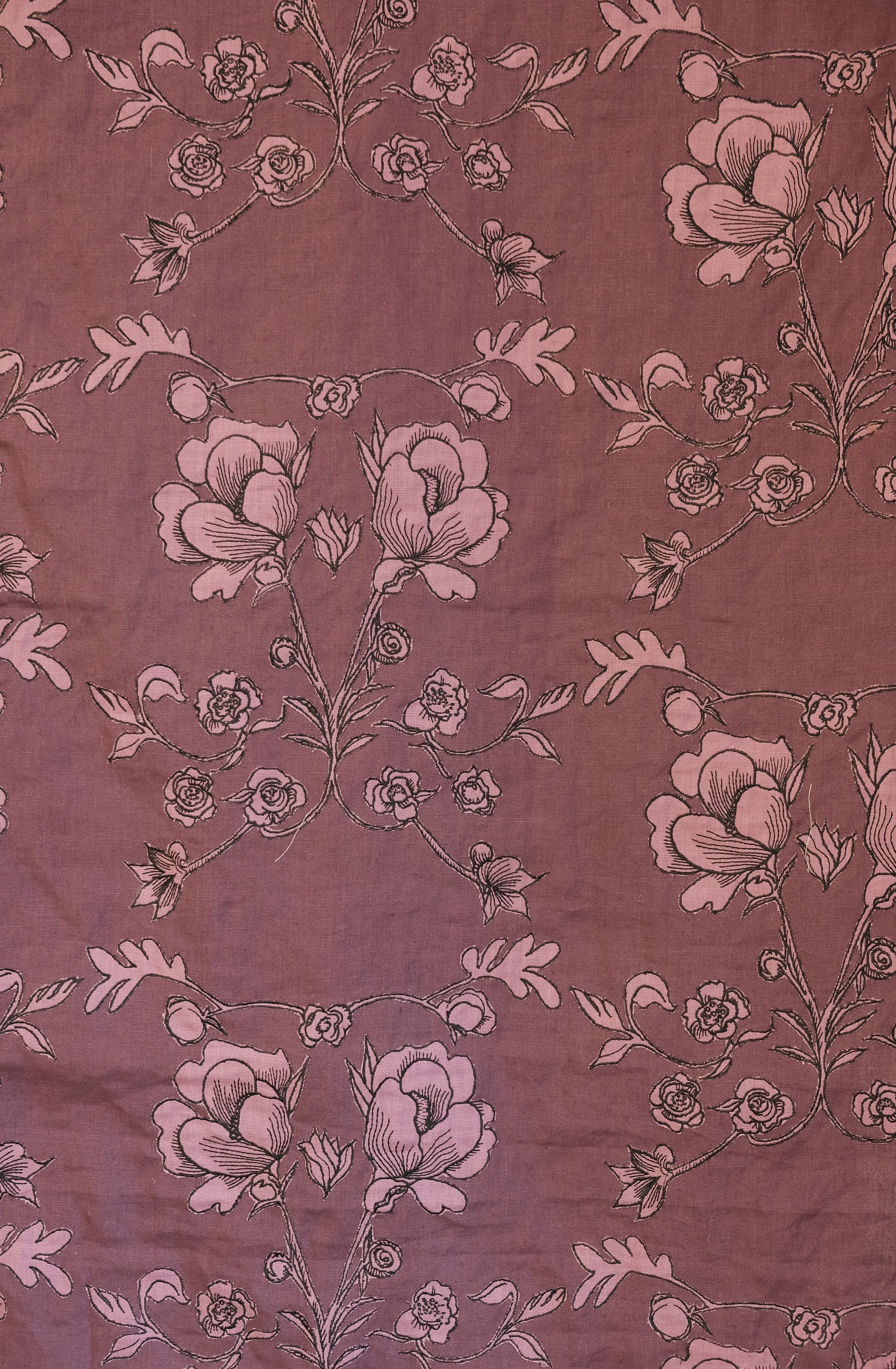 Pablo f602 - embroidered applique on linen