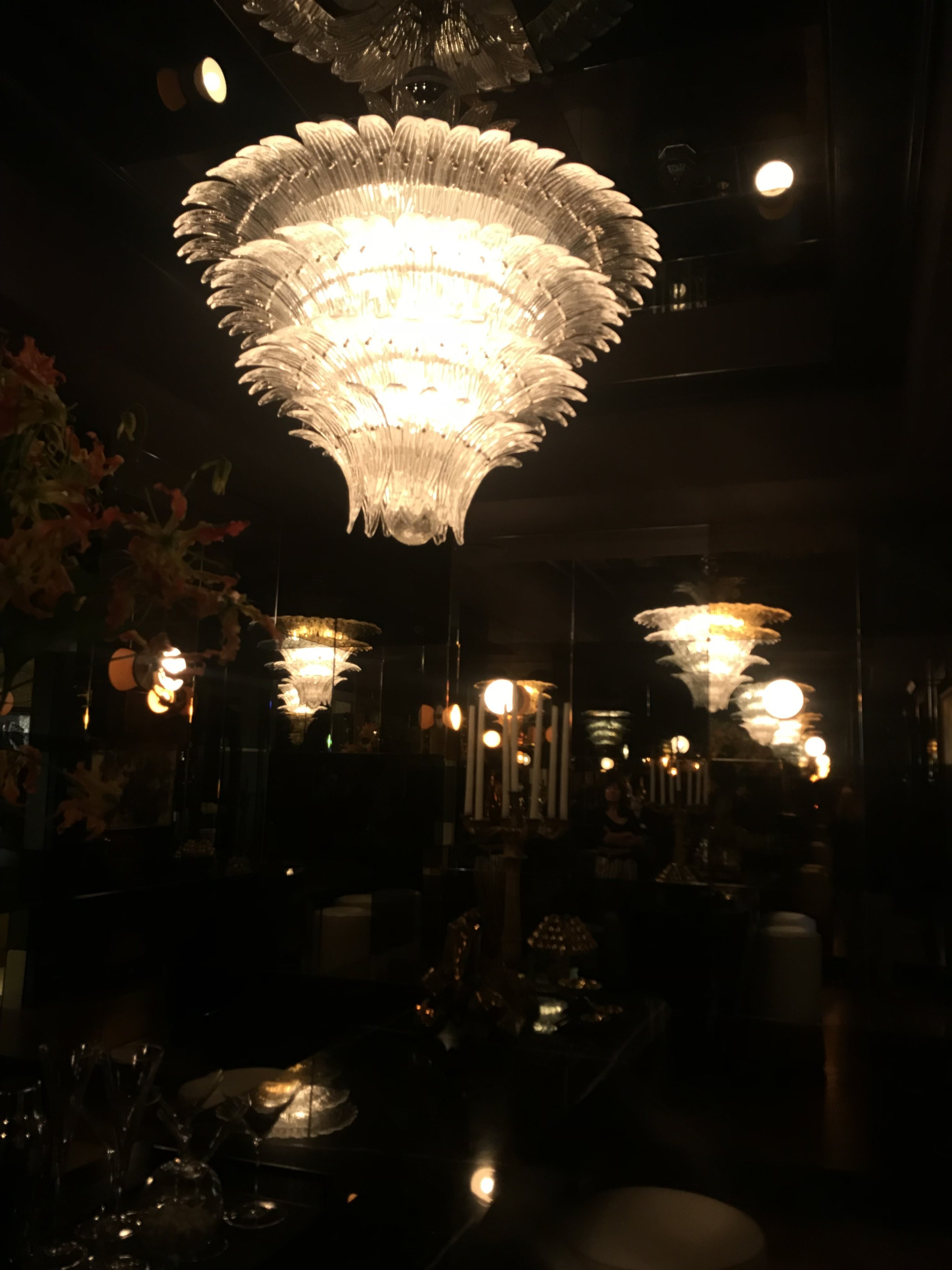 This bar was off Drake/Anderson's room.. and tho i couldn't take a decent picture of it - it is a place id love to drink many absinthe - if i still drank.. luckily for the showcase house - i gave that up ages ago and therefore didn't move in... uninvited. Drake/Anderson
